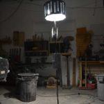 lampe sur pied, acier et bois